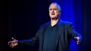 John Cleese maakt Amerikanen boos met tweet over wapens en coronavirus