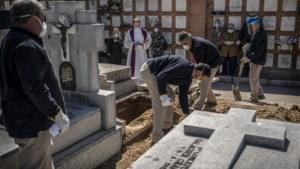 Aantal sterfgevallen in Spanje versnelt opnieuw: 838 doden in 24 uur