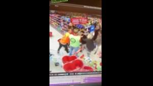 Massale vechtpartij breekt los in Nederlandse supermarkt