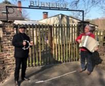Troubadours Richard en Albert trekken door Zutendaal