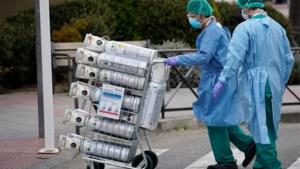 Spanje maakt zich grote zorgen over de coronacrisis: opnieuw meer dan 800 doden, 12.300 artsen en verpleegkundigen besmet