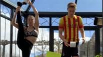 Nina Derwael neemt uitdaging aan maar interpreteert challenge met wc-rol op haar manier...