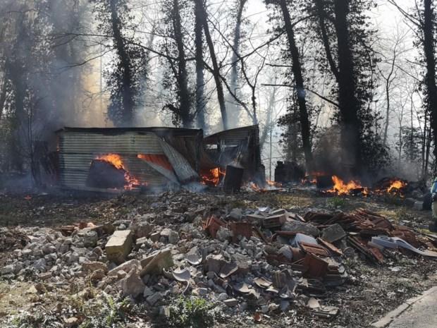 Opslagplaats brandt uit in Genoelselderen