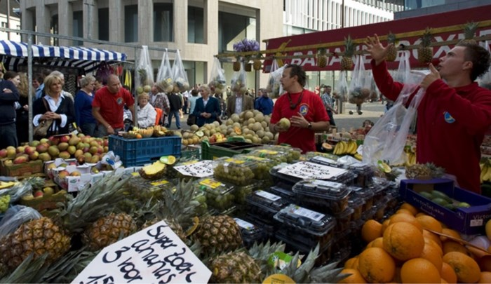 Lanaken gaat grens volledig afsluiten op marktdagen Maastricht