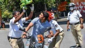 Politie in India zet creatieve middelen in tegen corona