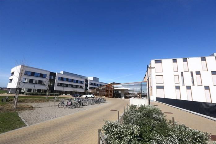Twee coronapatiënten van Maaseik naar ziekenhuizen in Oost-Vlaanderen gebracht