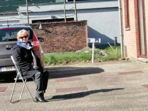 Vrijwilligster Jozee vervangt nachtoppas door koffiebezoekje op afstand