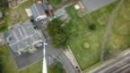 Behulpzame buurman brengt toiletpapier met drone naar buurtbewoners
