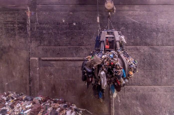 Arbeider vindt vrouwenvoet tussen afval