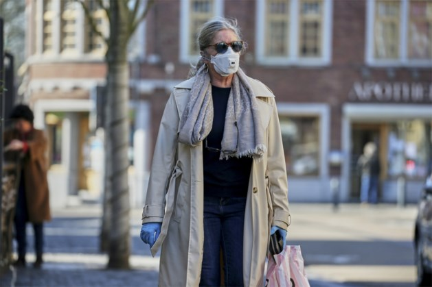 """Experts: """"Mondmasker dragen op straat heeft geen zin"""""""