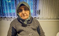"""Turkse vrouw uit Genk (80) verliest strijd tegen corona: """"Ze was altijd goedlachs"""""""