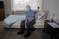 """Wellenaar Fa (75) overleefde corona: """"Ik dacht dat ik het volgende slachtoffer ging zijn"""""""