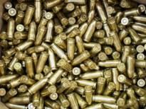 Politie vindt 100 kogels bij huiszoeking, verdachte gearresteerd