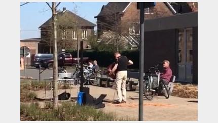 Bewoners van de Maasmeander genieten van accordeonconcert