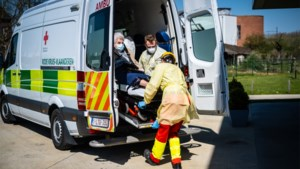 Brandweer en civiele verhuizen 24 gezonde bewoners Villa Rosa