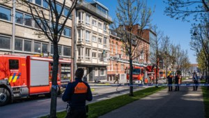 Brand in flatgebouw zorgt voor rookpluim boven Thonissenlaan in Hasselt