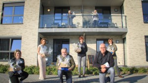 Vrijwilligers verrassen bewoners serviceflats Oeterpark met ontbijt