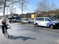 Lijnbus en politiecombi botsen in centrum Genk