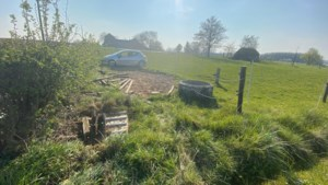 Vrouw komt met auto in weide in Vliermaal terecht en raakt gewond