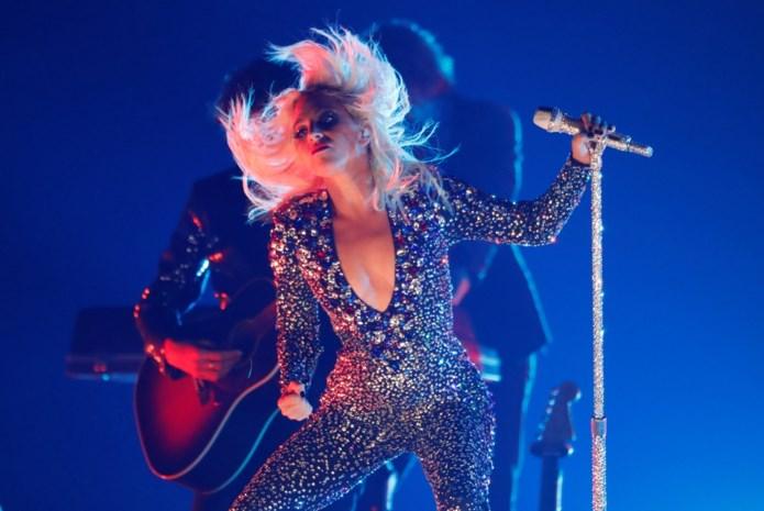 Lady Gaga verzamelt wereldsterren rond zich voor coronabenefietshow