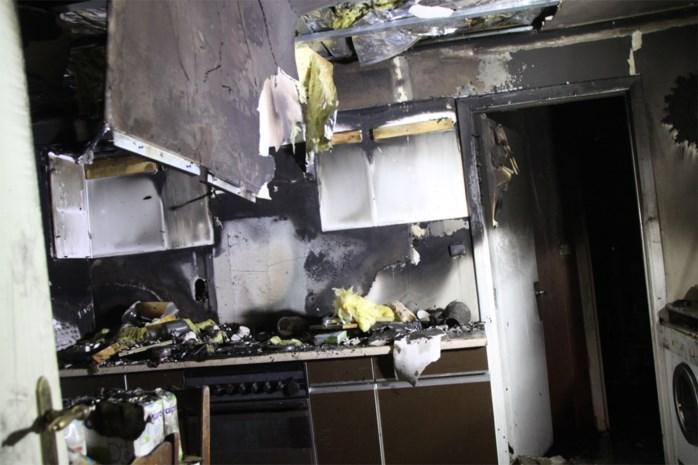 Huis in Meeuwen tijdelijk onbewoonbaar door brand