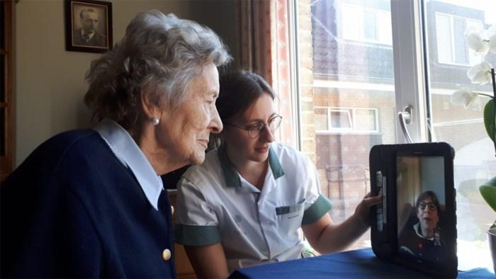 Technologiebedrijf helpt Achels woon-zorgcentrum aan tablets voor familiecontact