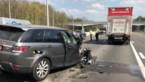 Auto rijdt in op file op E314 in Zolder, bestuurder gewond