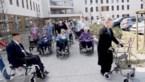 Bewoners Lommels woonzorgcentrum leggen kruisweg af