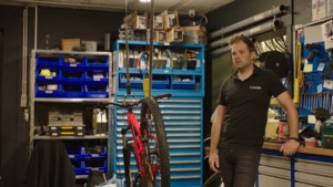 """Niels Albert moet fietswinkel sluiten: """"Lachen met miserie"""""""