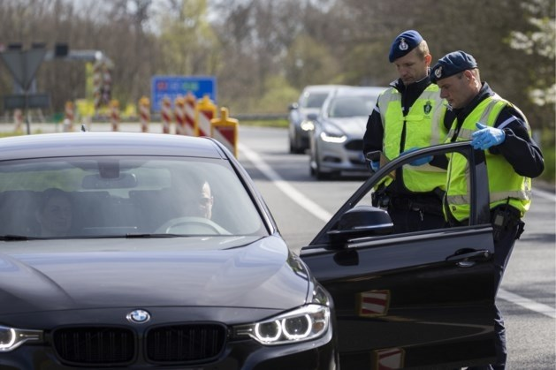 Duitsers trekken naar Nederland, ondanks verzoek aan grens om terug te keren