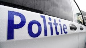 Gedrogeerde twintiger die filmpje maakt aan het stuur door politie aan de kant gezet