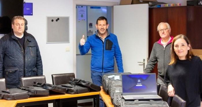 KRC Genk schenkt laptops aan kansarme kinderen en smartphones aan coronapatiënten
