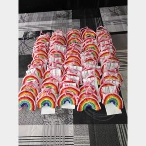 Hilda haakt regenbogen voor gezinnen in Molenwijk