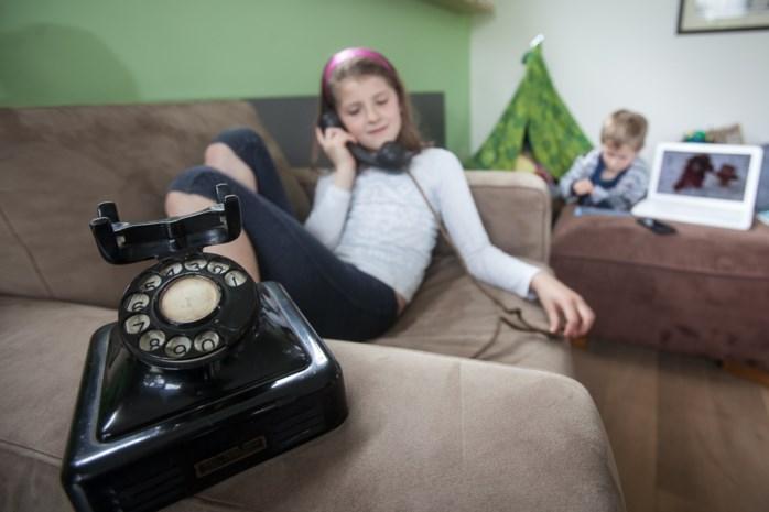 Het zijn vreemde tijden: vaste telefoonlijn en postkaarten maken comeback