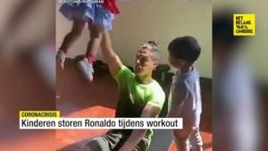 Kinderen storen Ronaldo tijdens workout, maar daar weet de voetballer wel raad mee