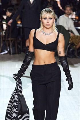 Ontwerper wordt beautyvlogger: Marc Jacobs geeft make-uptips