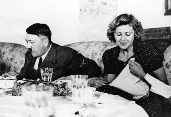 Champagne en cyanide: 75 jaar geleden stapten Hitler en zijn Eva samen uit het leven