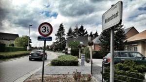 Paaltjes tegen verkeersdrukte in Lommelse Molenstraat