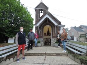 Buurtbewoners renoveren kapelletje in Wijer