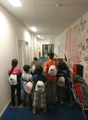 VIVA-SVV zorgt voor knutselplezier bij kinderen in asielcentra