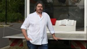 """Koen Vanmechelen houdt expo in zijn vrachtwagen: """"SOS naar de wereld: we leven nog"""""""