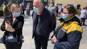 Militair saluut voor Sonja (54), die na zeven weken intensieve mag verlaten