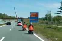 Politie plukt verdwaald koppel op scootmobielen van de snelweg