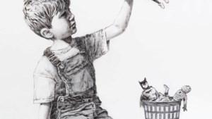 Weg met Batman en Superman: Banksy toont in nieuw kunstwerk de echte helden
