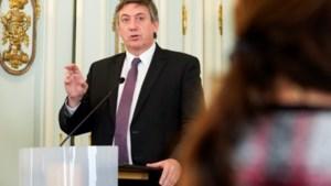 """Nieuwe maatregelen Vlaamse regering: steun voor economie en ambtenaren en """"vier uw mama"""""""