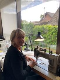 Brigitte Franssen naait 1.600 mondmaskers.