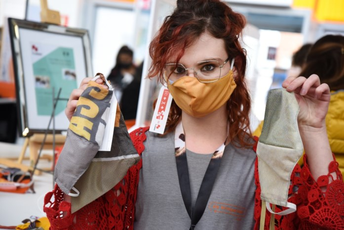 Flagbag maakt mondmaskers van oude Hasseltse stadsvlaggen