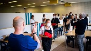 Jessa Ziekenhuis bedankt topkoks van Feed The Nurses met erehaag