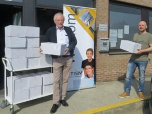 TISM schenkt wafels aan Sint-Vincentius