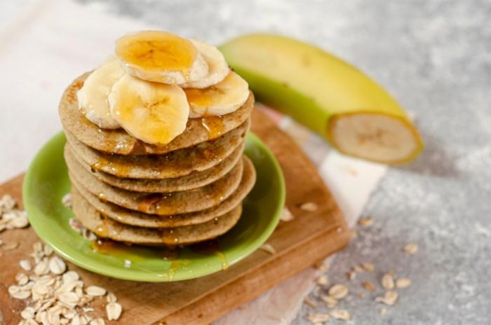 Als ontbijt of vieruurtje: deze pannenkoekjes met banaan flans je zo in elkaar